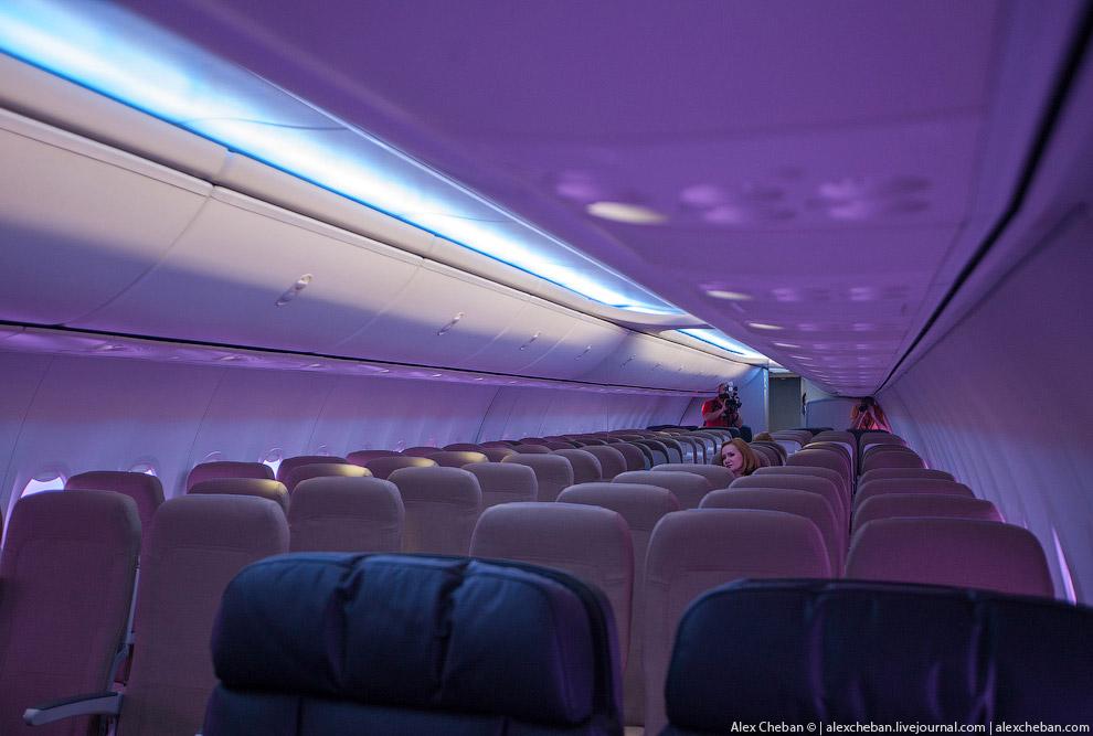 А вот как это выглядит в новом Боинге 737-800 а/к ЮТэйр, первом из двадцати новых Боингов авиак