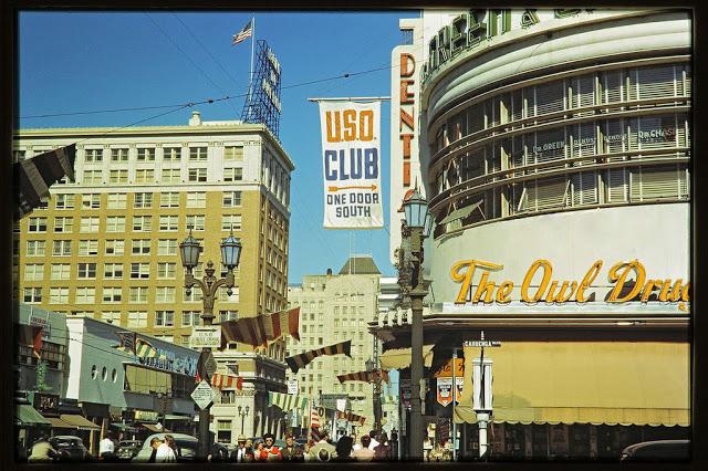 Вид на восточную часть Голливудского бульвара из здания Cahuenga, 1943 год.
