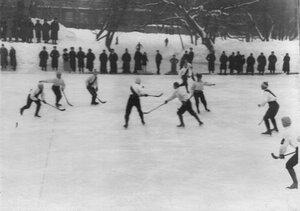 Состязание по хоккею в Юсуповом саду между юсуповцами и командой Нарва. 17 февраля 1913