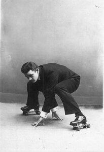 Спортсмен на роликовых коньках