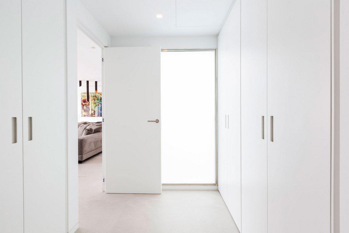Белая мебель в интерьере квартиры