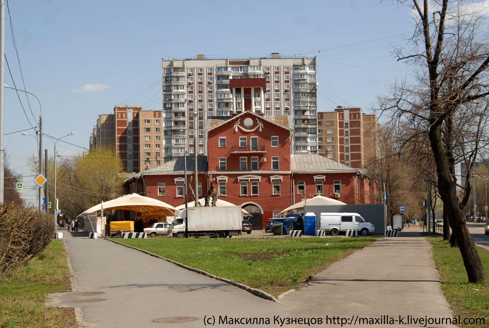 Исторический дом с башней