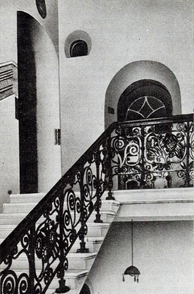 310149 Лестница доходного дома церкви Троицы на Грязех 1909.jpg