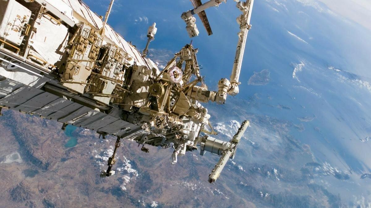 Space_International_Space_Station_in_orbit_094328_.jpg