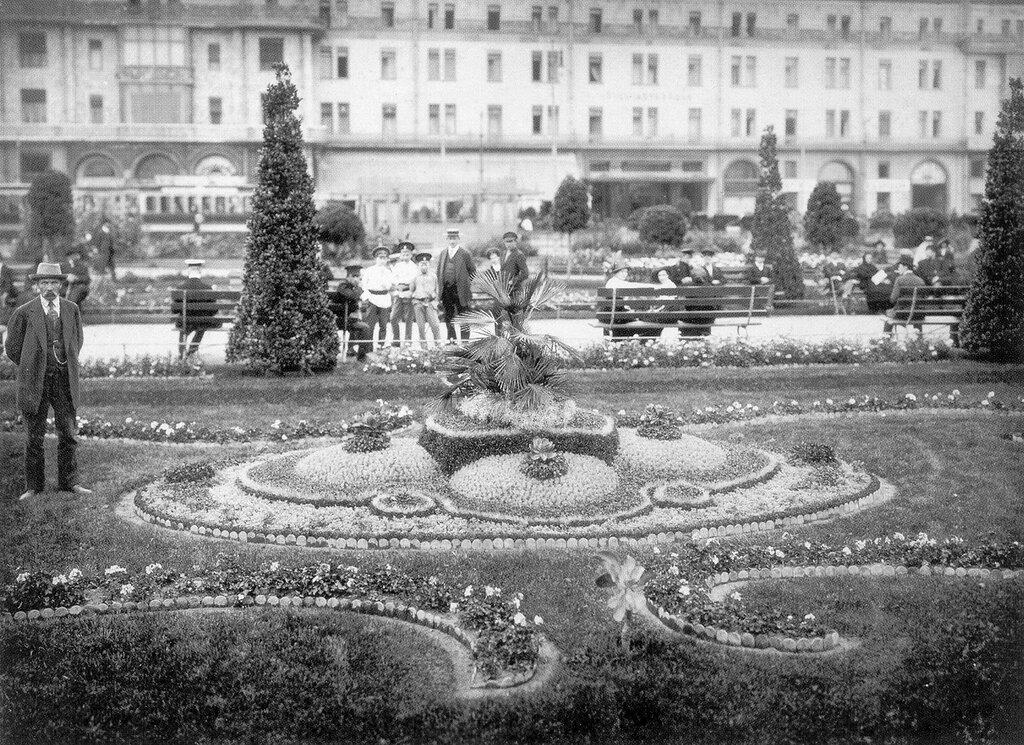 10846 Цветник на Театральной площади 1913.jpg