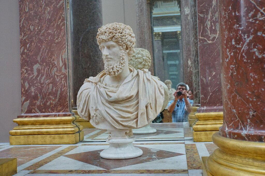 В греко-римском зале