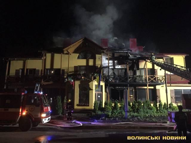 Ночью в Луцке произошел пожар в гостинице: есть пострадавшие, возможен поджог. ФОТОрепортаж
