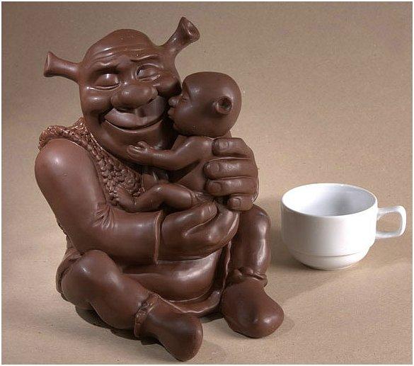 11 июля - Всемирный день шоколада. Фигурка Шрека с малышом на руках