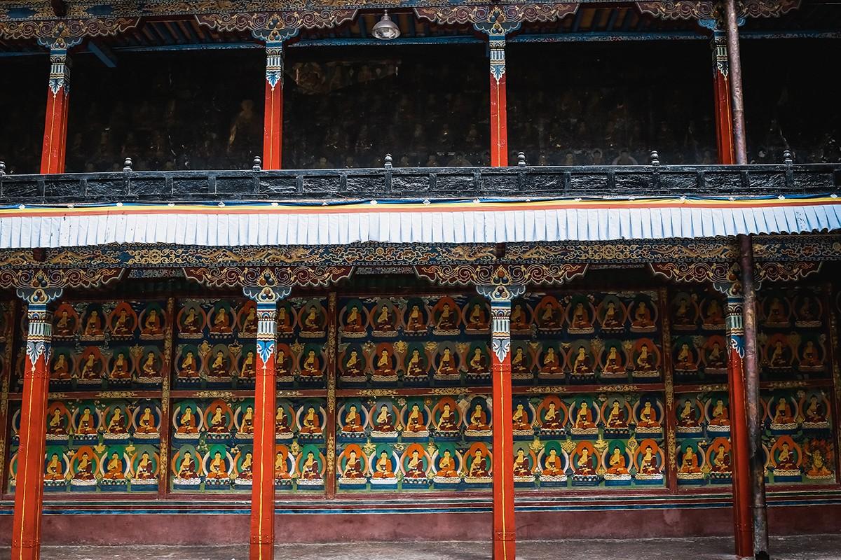 27. Изображения будд в Ташилунпо повсюду. Наверное, они изображают 1000 будд, которые должны прийти