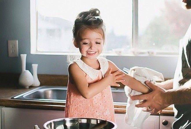 Чему отец обязан научить свою дочь? (1 фото)