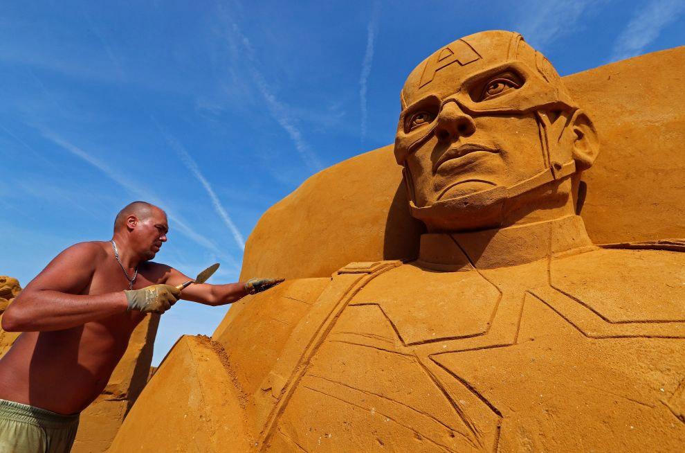 Около 40 скульпторов из 12 стран трудились здесь.