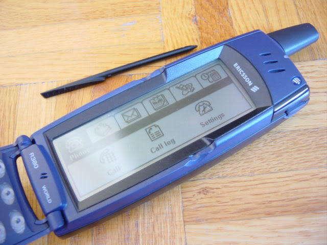 Помимо высокой цены в десяток зарплат среднестатистического белоруса, был у Ericsson R380 и еще один