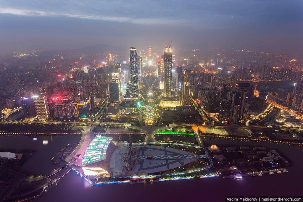 12. Небоскребы в Китае растут как грибы. Интересно, как будет в Китае еще лет через 5-10.
