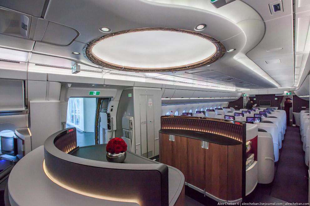 5. А это Airbus A350 Finnair, салон очень красивый, но авиакомпания решила разделить салоны биз
