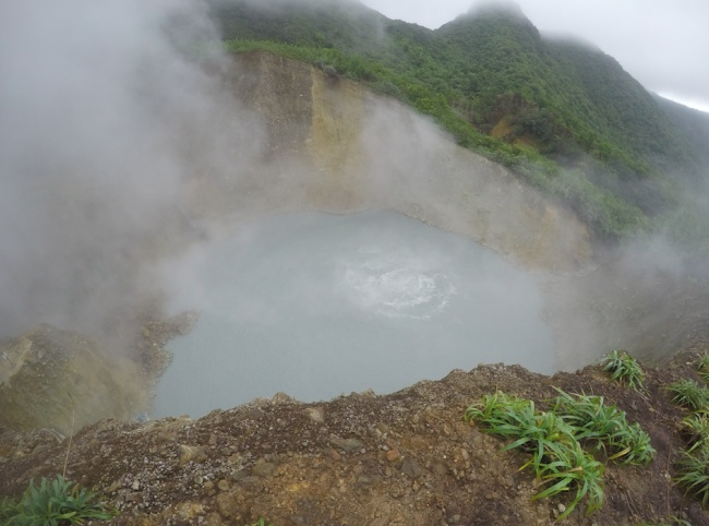 © Wikipedia  Озеро впрямом смысле кипит! Температура воды— 92°C.Купаться вводоеме категор