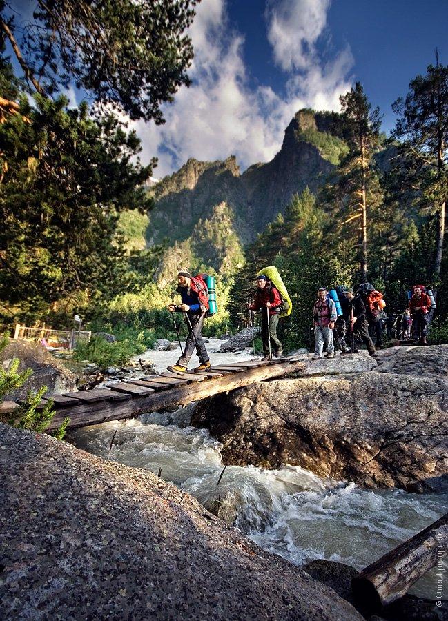 Ущелье Адыл-Су удобно как для легких прогулок, так и для альпинистских восхождений, а вдали вид
