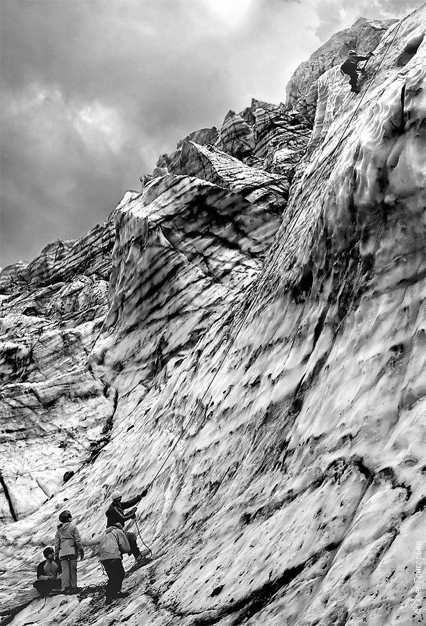 Длина ледника Кашкаташ около 5 км, передвигаться по нему можно исключительно в кошках и со стра