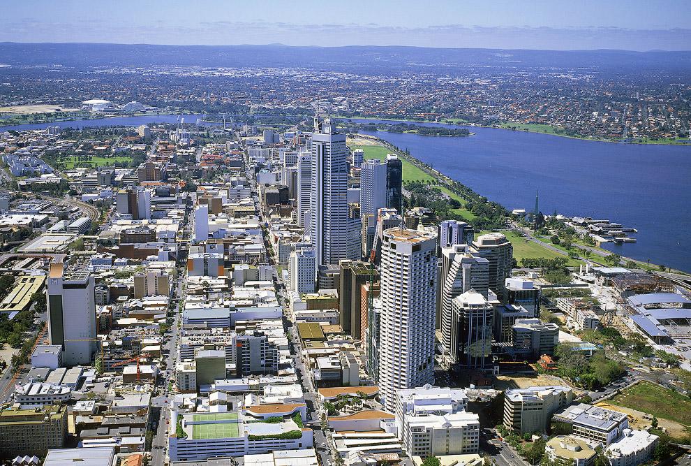 Город считается одним из главных экономических центров Австралии. Здесь добывается золото, алма