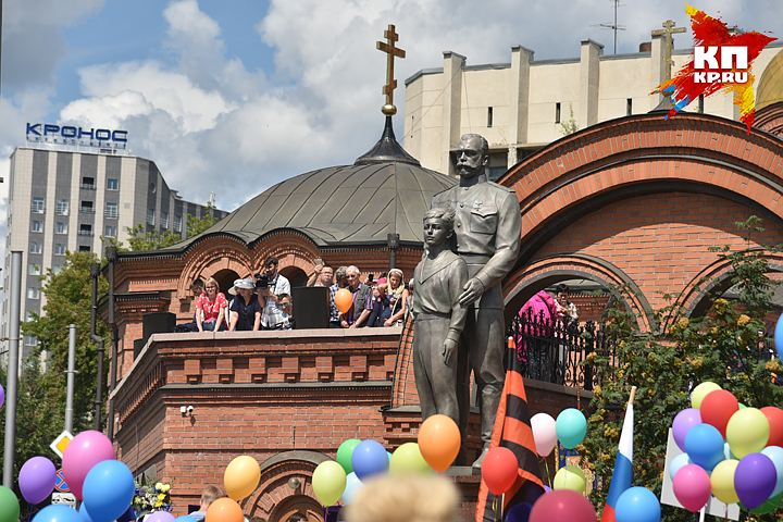 20170717_13-55-Памятник Николаю II вызвал споры среди новосибирцев