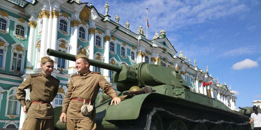 20170808_16-55-Военная техника прибыла на Дворцовую площадь~pic01