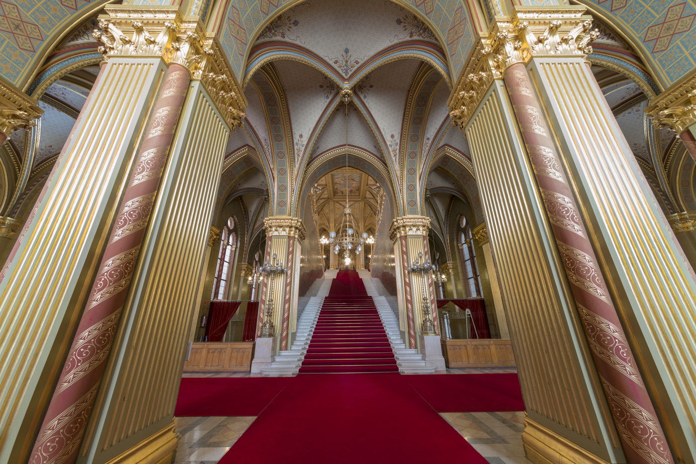 Impressive Empty Hungarian Parliament in Pictures