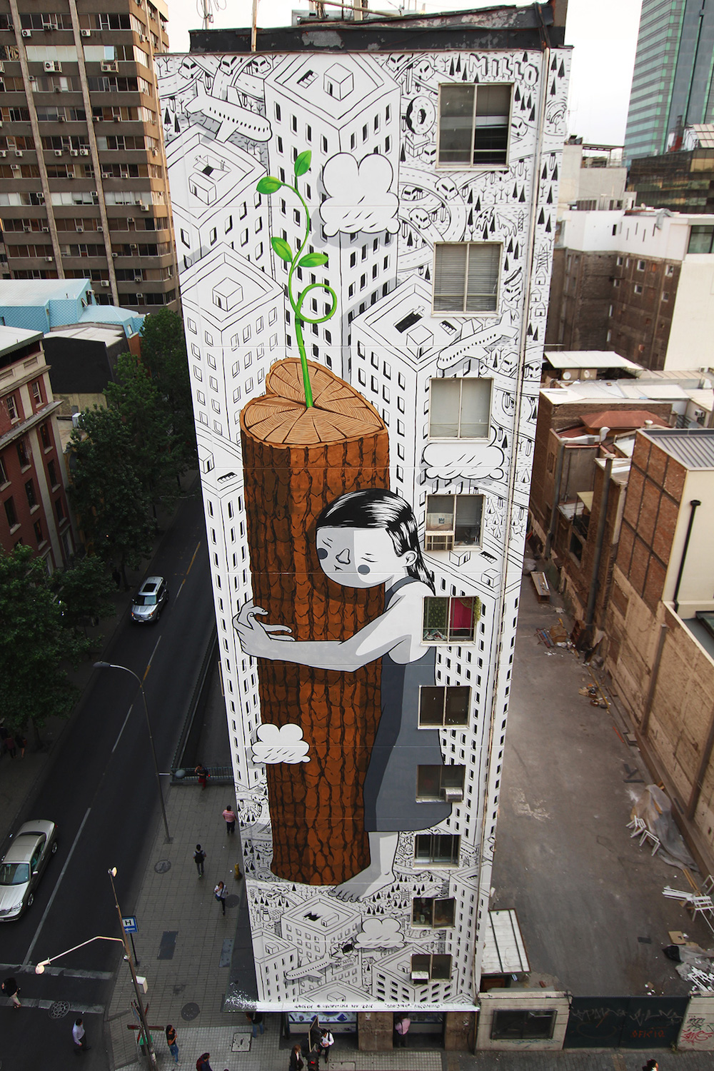 An Eleven-Story-Tall Tree Hugger Sprouts on the Side of a Building in Chile (8 pics)