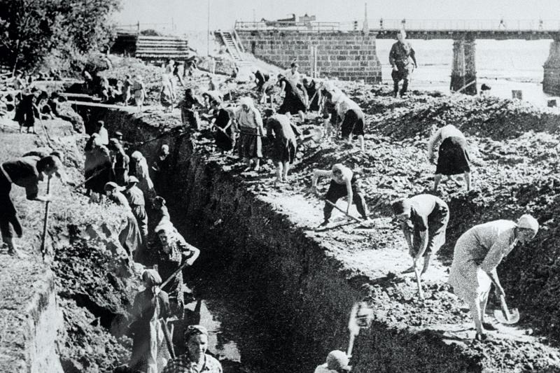 Противотанковый ров у моста под Ленинградом. 41.jpg
