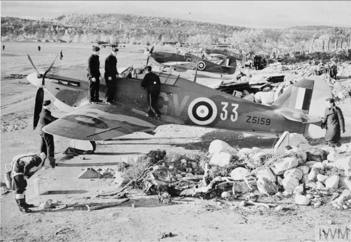 «Хоукер Харрикейн Mark IIB» 134-ой эскадрильи RAF на аэродроме