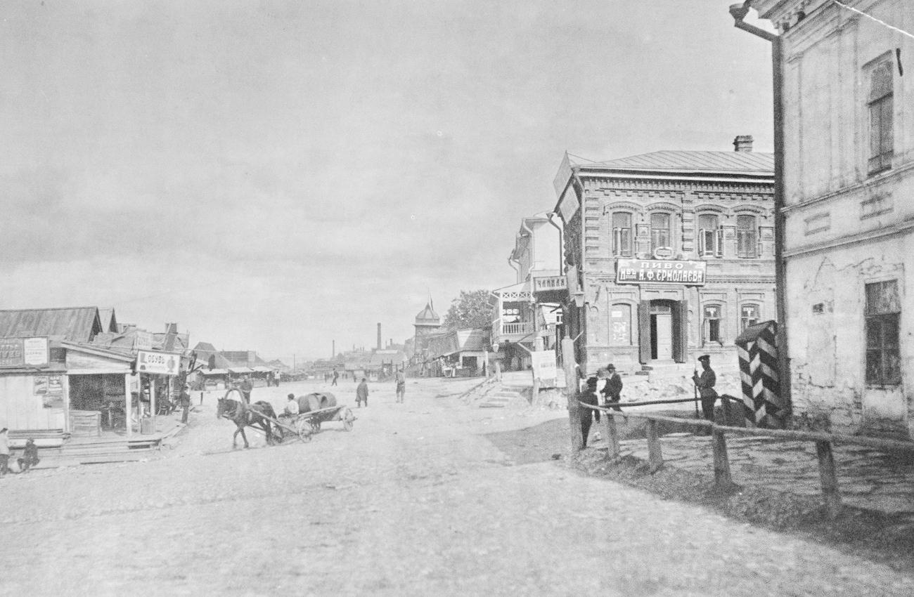 Перекресток улиц Заводской и Набережной реки Волги