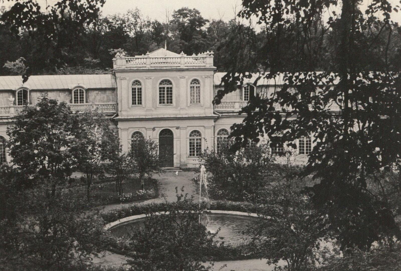 Петергоф. Оранжерея. Вид на фонтан