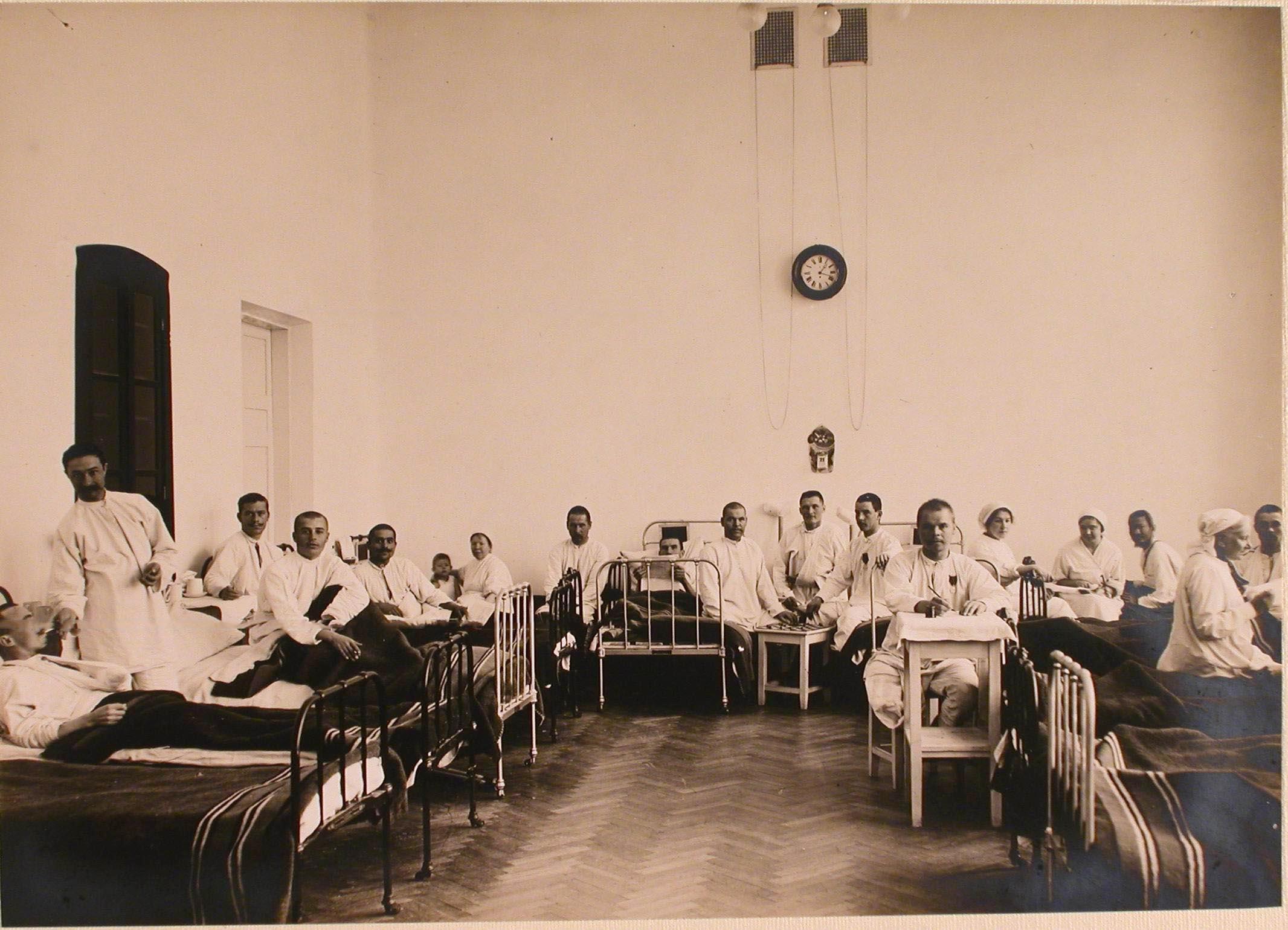 08. Раненые и больные в палате для выздоравливающих госпиталя №1