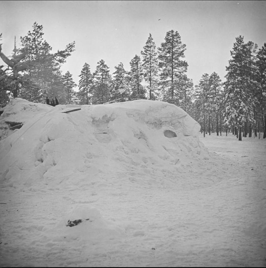 70. Самоедская хижина из снега