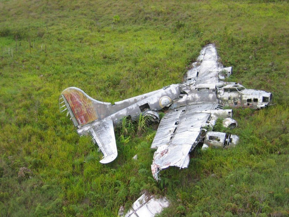 Crashed-B-17-Bomber-in-Papua-New-Guinea.jpg