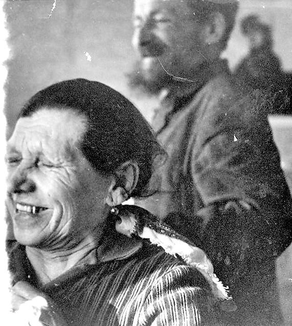 бабушка и дедушка в Красном.jpg