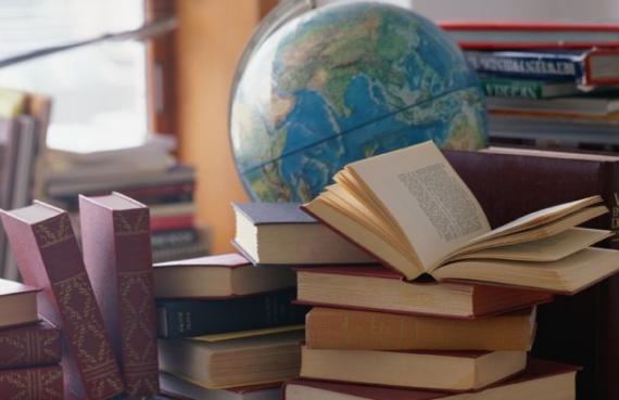 Открытки. С Днем Учителя!  Книги и глобус открытки фото рисунки картинки поздравления