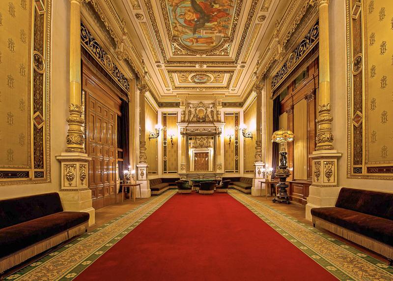 Оперный театр в Вене открыли в 1869 году.