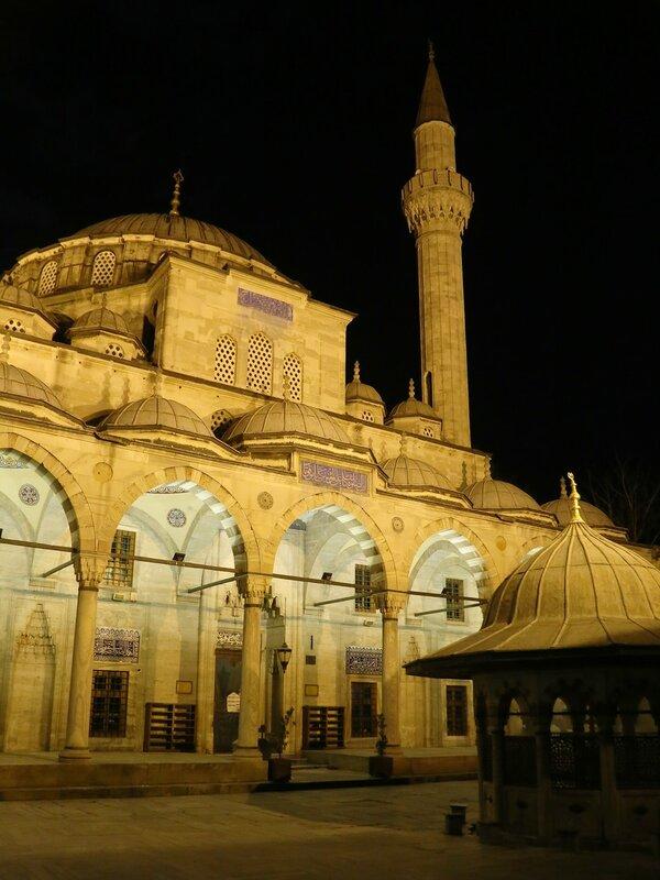 Ночной Стамбул. Мечеть Соколлу Мехмед-паши (Sokullu Mehmet Paşa Camii)