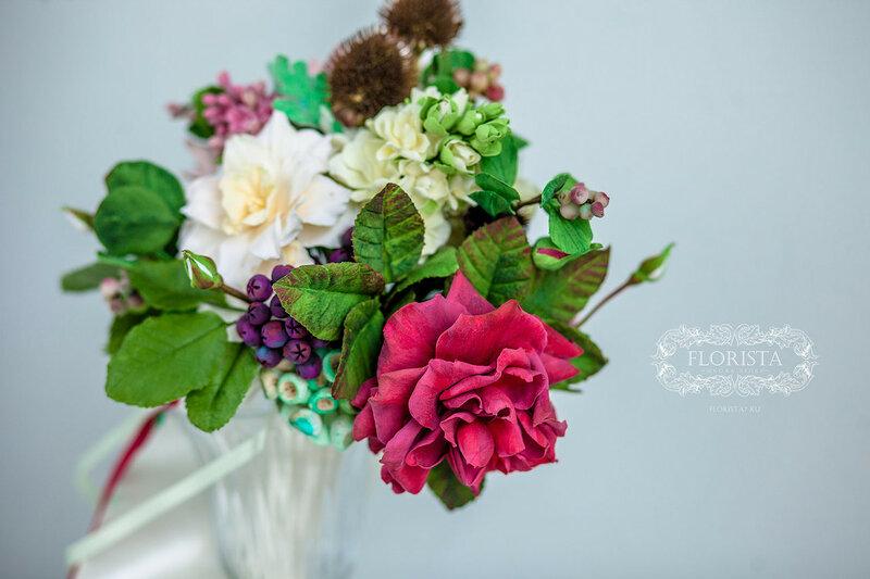 Букет невесты с красной розой