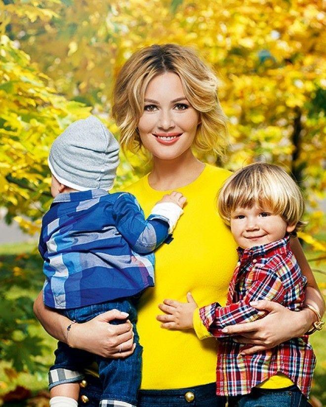 10. Певица Жасмин с дочкой Маргаритой и сыном Михаилом