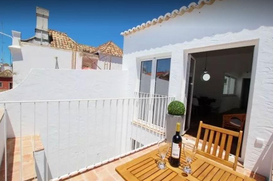 Тавира, Португалия — 649 долларов. Цена в местной валюте: 550 евро в месяц. Размер: квартира с одной