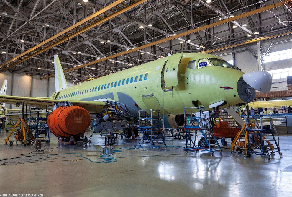 Самолет с увеличенной дальностью SSJ 100LR. Опытный экземпляр (95032) совершил первый вылет 1