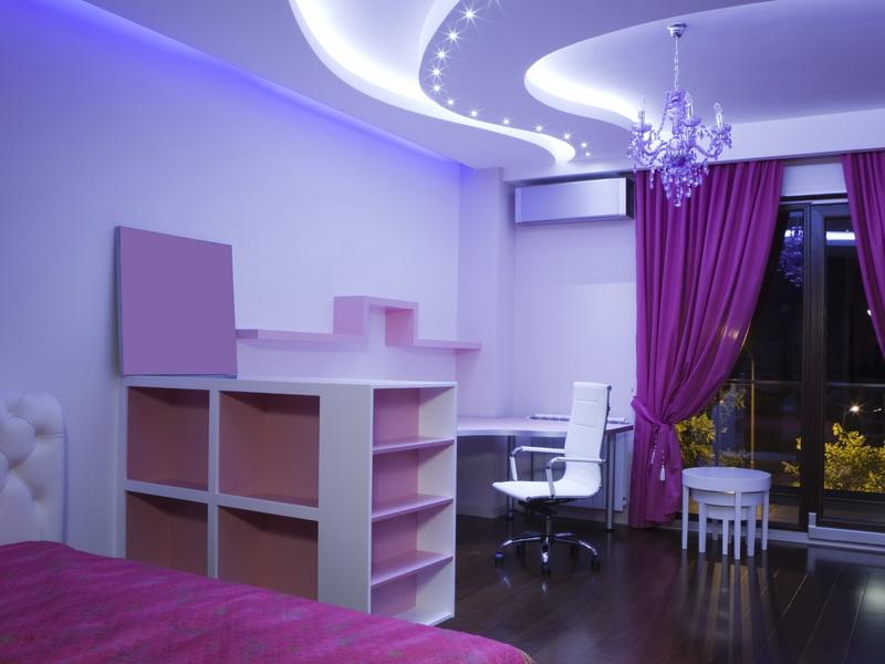 Дизайн потолков в интерьере квартиры (2 фото)