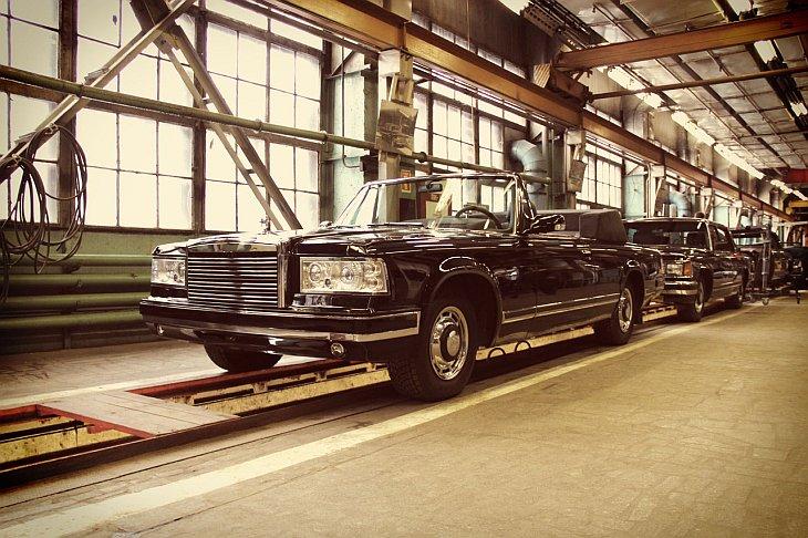 Источник: kak-eto-sdelano   Серийное производство лимузинов ЗиЛ прекратилось еще в 1999