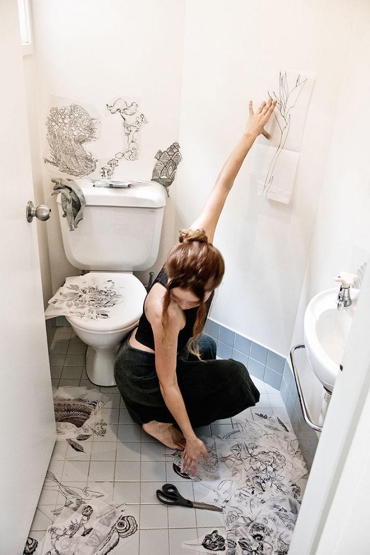 O banheiro dessa artista foi transformado em obra de arte