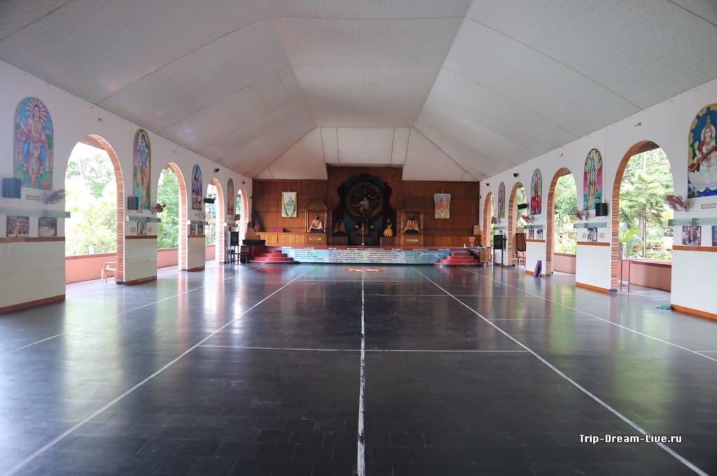 Йога-холл, в котором проходили занятия