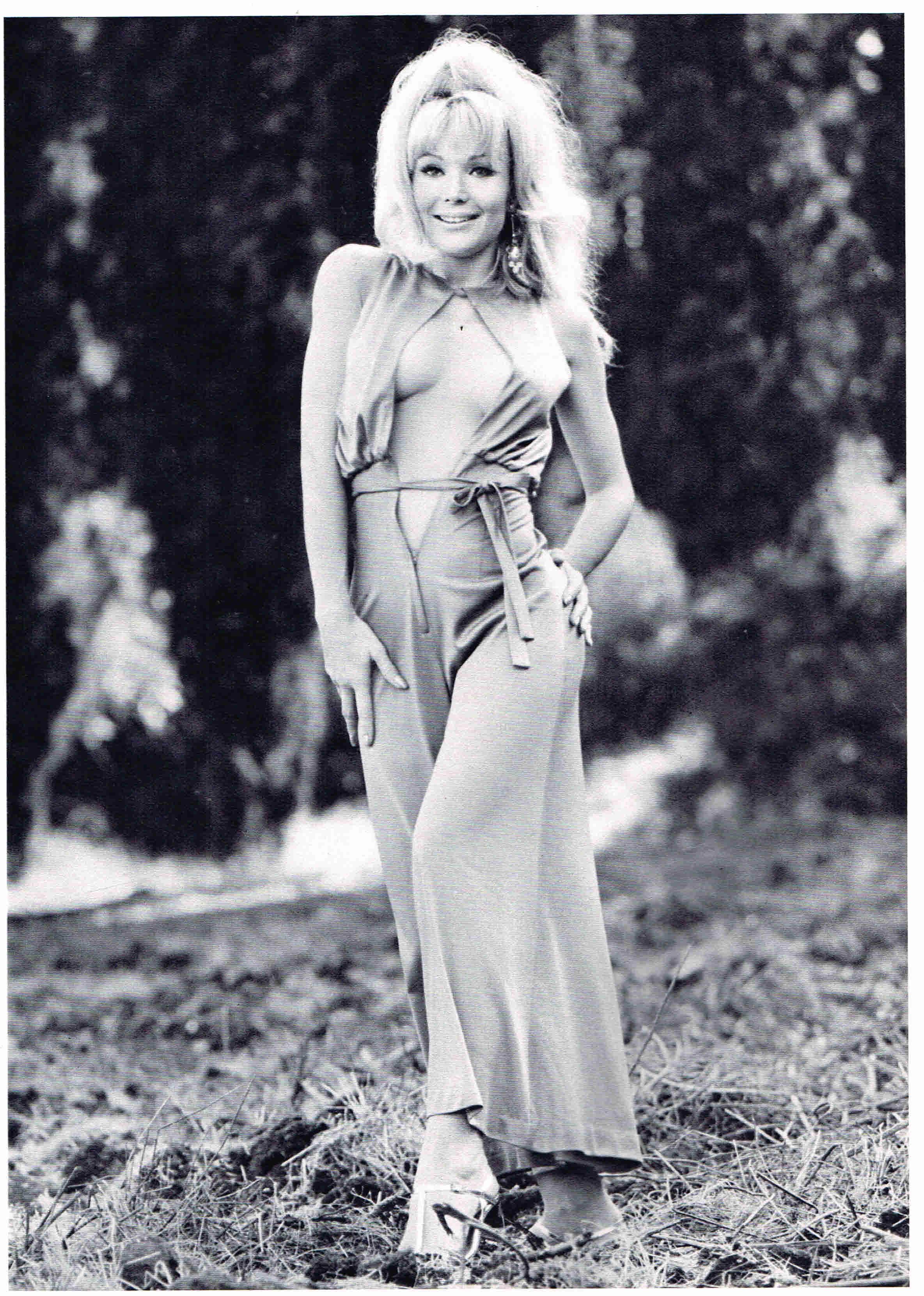 Francine York  nackt