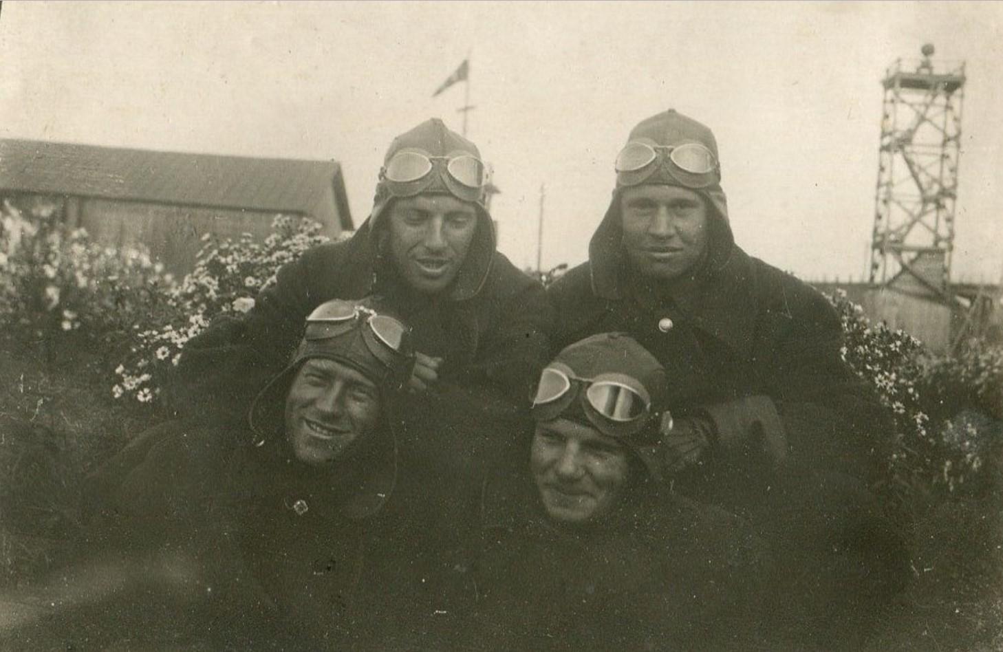 1936. Инструкторы Тургин, Семеков, Мальков, Колобков на аэродроме