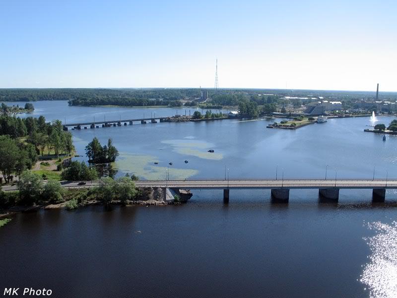 Автомобильный и железнодорожный мосты через пролив к бухте Защитная