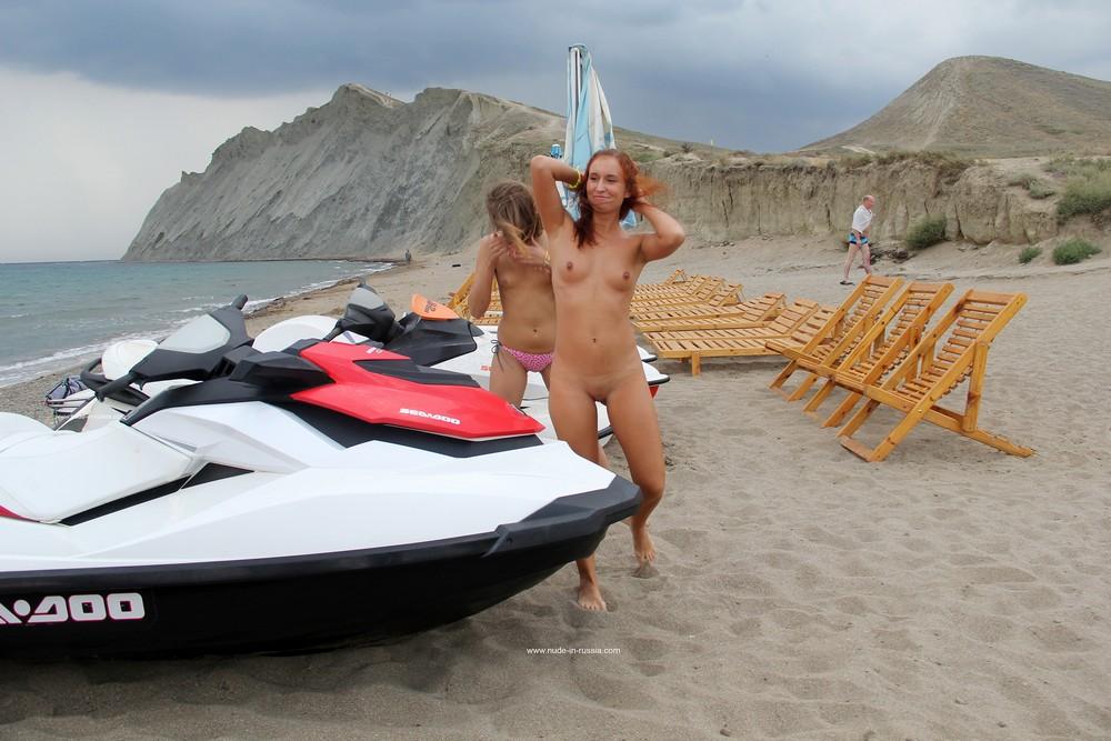 Голые Маргарита и Ольга в Коктебеле