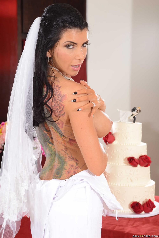 Развратная невеста Romi Rain Romis